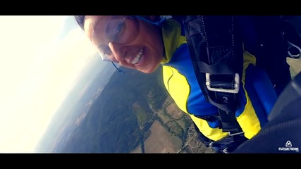 Първи скок с парашут – да летиш с 200 км/ч към земята!