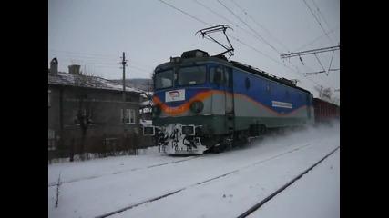 Влак на Бжк в снега