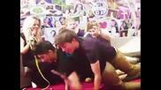 Не пред хората // One Direction .