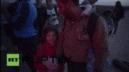 Croatia: Police give lift and directions to refugees trying to reach W. Europe