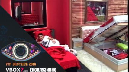 Емануела избра да дели едно легло с Миглена