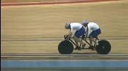 Тандем колоездачи на скорост , пукат гума но успяват да пресекат финала !