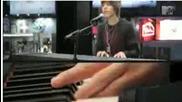 ( Mtv Artist Of The Week) Justin Bieber - Favorite Girl (live)