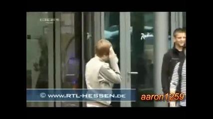 Justin Bieber се удря в стъкло (смях)