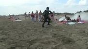Внимание, луд на плажа! Не му се смейте не е виновен човека :d