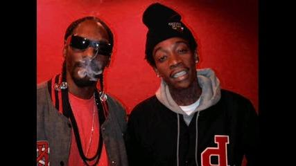 New! Snoop Dogg & Wiz Khalifa feat. Juicy J - Smokin On