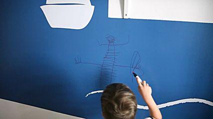 Рисуваме върху стена боядисана с вълшебната боя на Escreo