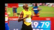 Рио 2016 | Юсейн Болт се позабавлява по пътя към финала на 200m