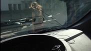 Наточени мацки се зверят на шофьор на кръстовище!