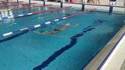 Плувец плува наобратно