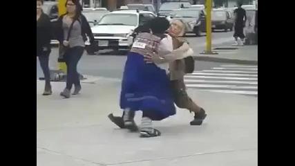 Странен танц с изненада