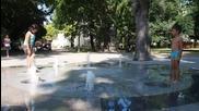 Сух фонтан и рисувана шарена сянка за варненци
