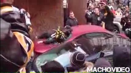 Пиян Чупи Заден Прозорец на Кола