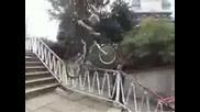 Луд Biker Прави Разни Номера