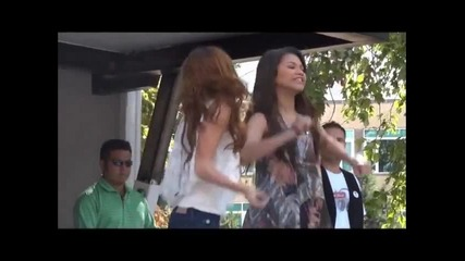 Bella Thorne and Pia Mia Bubblegum Boy Live (dance )