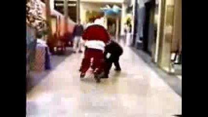 Дядо Коледа хваща крадец в Мол