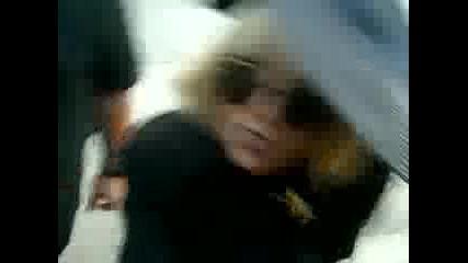 Lady Gaga дава бисквити на феновете си