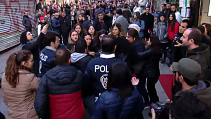 Turkey: Clashes erupt at anti-rape flashmob in Istanbul