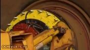 Как се сменя гумата на огромен камион