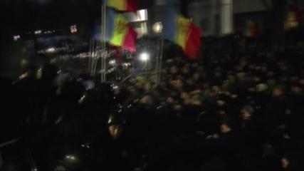 Протестиращи молдовци нахлуха в парламента