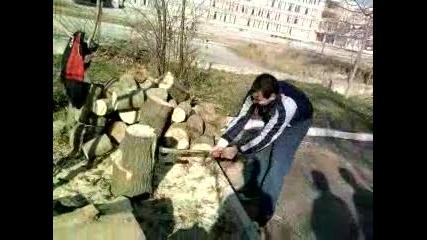 опит за цепене на дърво