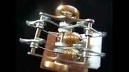 Стирлинг Двигателя работи,  чрез външен топлоизточник
