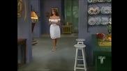 Илда се връща от Мариела че й беше зле и вижда странни мъже отвън и пита Каталина кого търсят