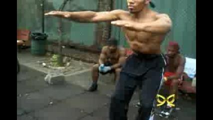 здрави негрa Street Fitness