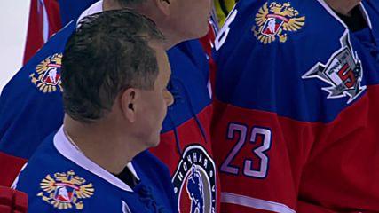 Русия: Путин среща леда по време на мач от хокейната лига