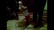 Траяна играе хоро