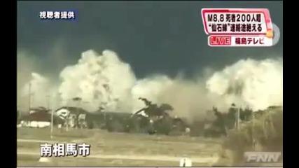 Страховити кадри от прииждащото цунами в Япония
