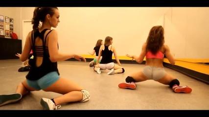 Секси рускини в залата тренират с new Booty Dance