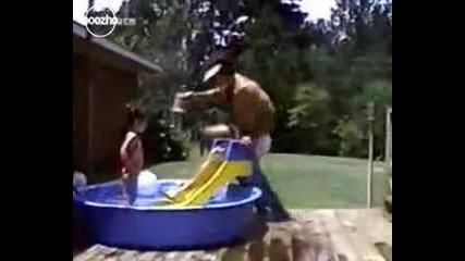 Компилация падания в басейна!