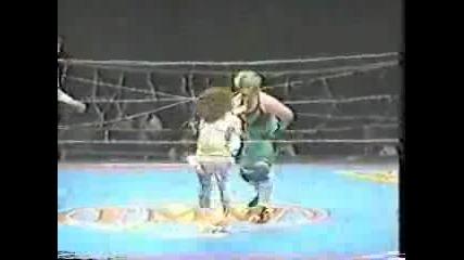 Megumi Kudo(с по-дългата коса) Vs Shark Tsuchiya