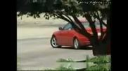 глупак + кола = весело паркиране