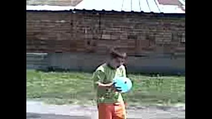 Удряне на балон с вода с глава 2 - ра част ( :d )