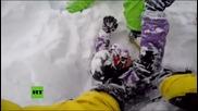 Скиор спасява приятеля си от лавина и го записва с Go Pro