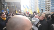 Ukraine: Nationalist protesters attack Russian consulate in Odessa