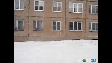 Руснаци скачат от 3 етаж