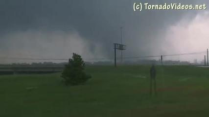 Разрушителнo Торнадо в близост до Джаксън
