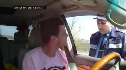 Руснаци се гаврят с пътен полицай но не им се получи