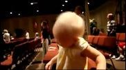 Бебе танцува на музика