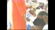 Сай Баба Материализира Индийска пепел