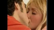 Целувки на Миа и Мигел