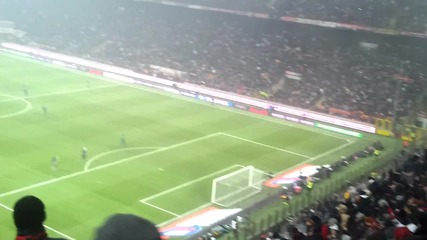 Милан Интер - Публиката на Милан пее Ти амо Milan-inter 2012 che confusione sar