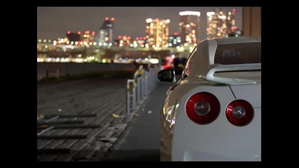 Hай-добрата спoртна кола Nissan Gt-r