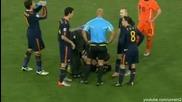 Кунг - фу удара на де Йонг в гърдите на Алонсо! Това си беше чист червен картон!
