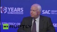 """Маккейн: """"Путин се справя добре, въпреки че ме санкционира."""""""