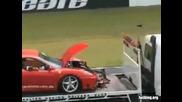 яко Ферари се разбива във преграда