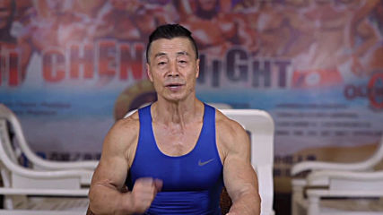 Meet the Chinese 70-year-old who just can't say farewell to the dumbbell!